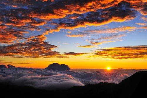 shutterstock_sunrise haleakala